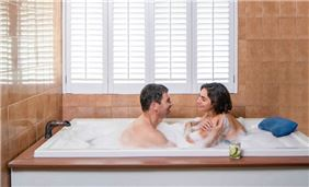 Couples mineral bath